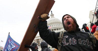 Thế giới 'sốc' với cảnh hỗn loạn ở tòa Quốc hội Mỹ