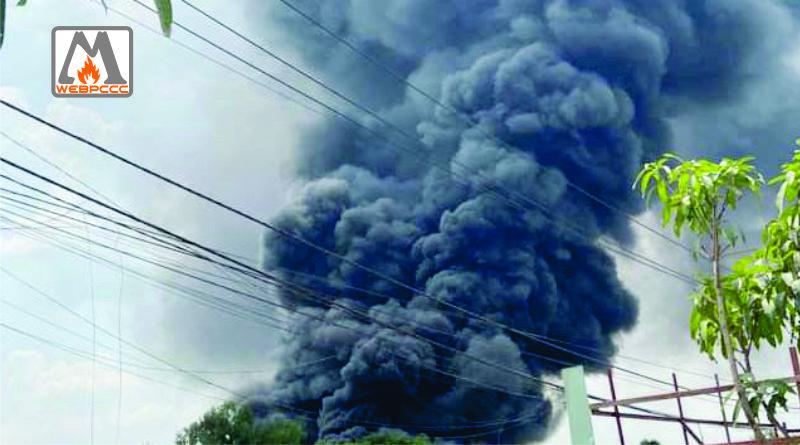 TPHCM: Bình Chánh Xưởng mút xốp bốc cháy giữa trưa